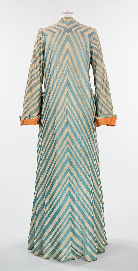 Dressing gown Charles James (American, born Great Britain, 1906–1978) Date: 1945 Culture: American Medium: silk Dimensions: Length at CB: 64...