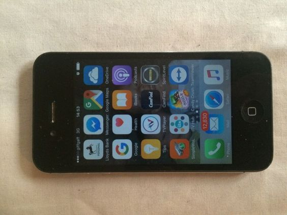 Apple iPhone 4s - 8GB - Black (Unlocked) Smartphone!! BEST OFFER ABOUT!! selling due to having a new upgrade,great condition,Great as a gift?