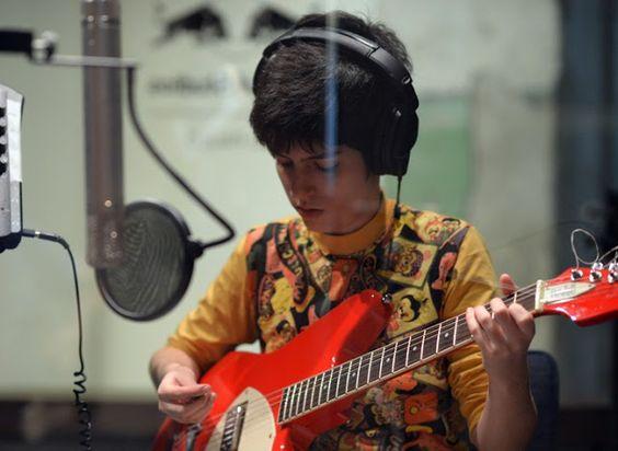 Rádio Base: Conheça o primeiro disco da cantora Sara Não Tem N...