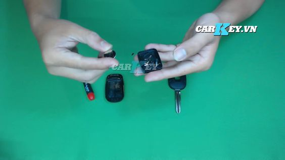 Tháo pin chìa khóa Captiva - carkey.vn