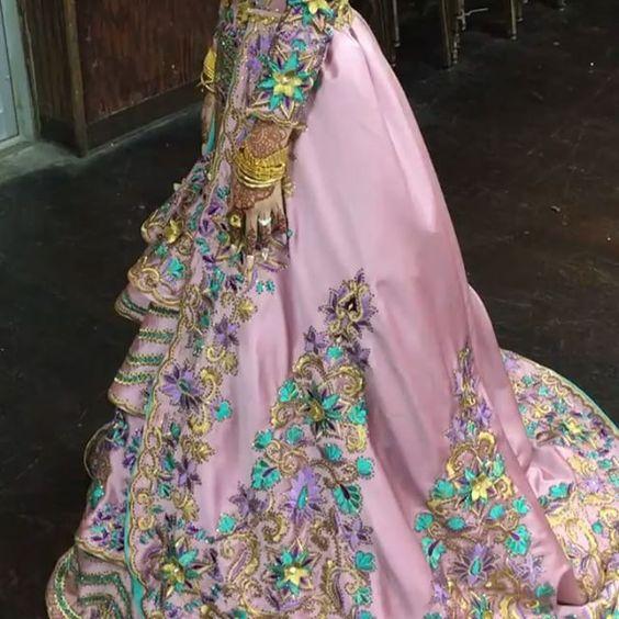 queenGdresses (@queengdresses) • Instagram photos and videos