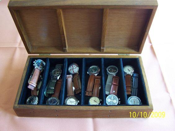 Tempo fa mi è capitata tra le mani una vecchia scatola di colori a tempera, conservata per chissà quanti anni in cantina e mi sono detto: perché non ripulirla e ricavarne un porta-orologi?