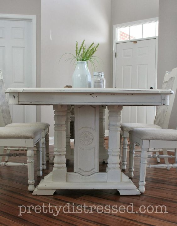what kind of paint to use on dining room table | Refinished dining room table using Annie Sloan Chalk Paint ...
