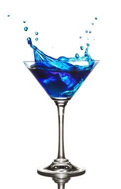 """BLUE ANGEL """"JC"""" :  1cl sirop sucre canne; 2 cl jus citron; 2 cl curaçao bleu; 4 cl gin.  Givrer les bords du verre."""