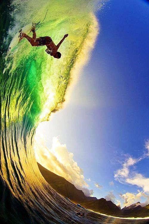 グリーンの波とサーフィン