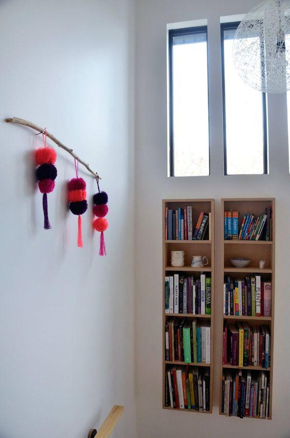 Bücherregal im Treppenhaus
