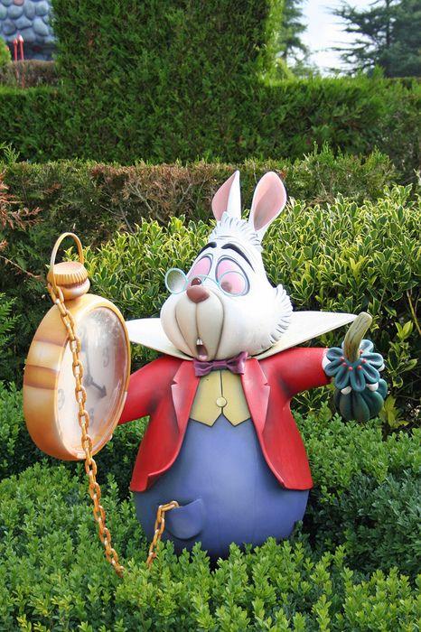 Alice in wonderland w o n d e r l a n d pinterest - Alice in wonderland garden statues ...