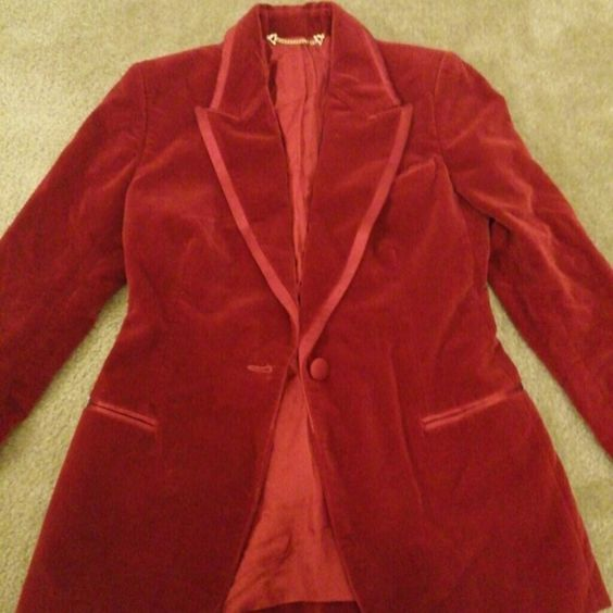Authentic Ladies Gucci Tuxedo Red Velvet and Satin 2 piece Tuxedo. Suit size 40 but the pants were taken in at the waist by a professional tailor. They have the ability to be let out at the waist and taken back to normal size.. As of now the pants are a size 3 in US size. Gucci Other