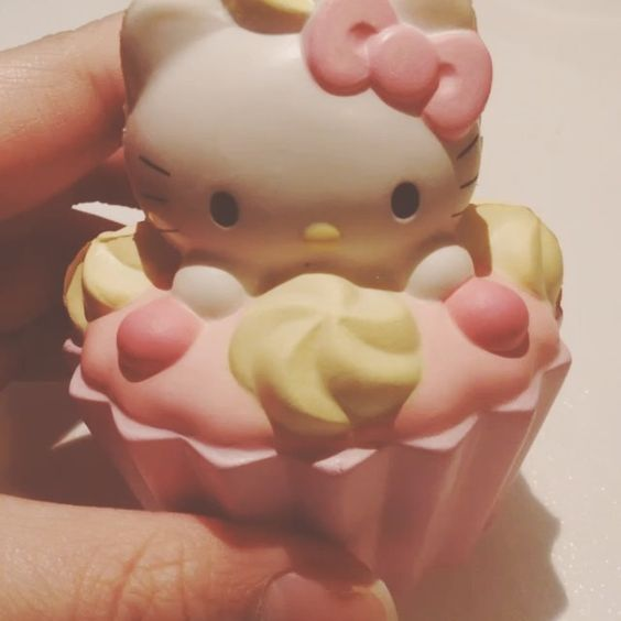 Rare Hello Kitty Cupcake squishy. - Things That Complete ...