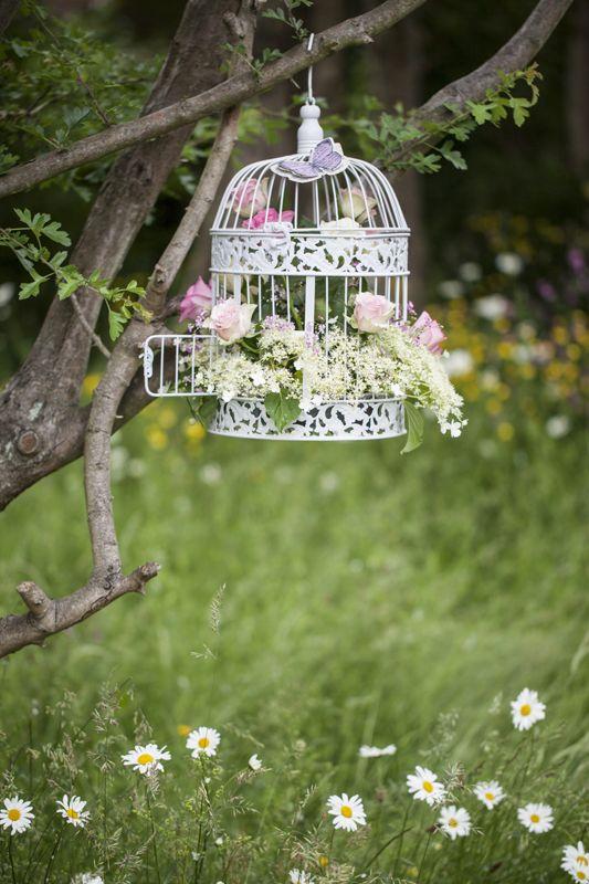 Tea party en été dans ce joli jardin.