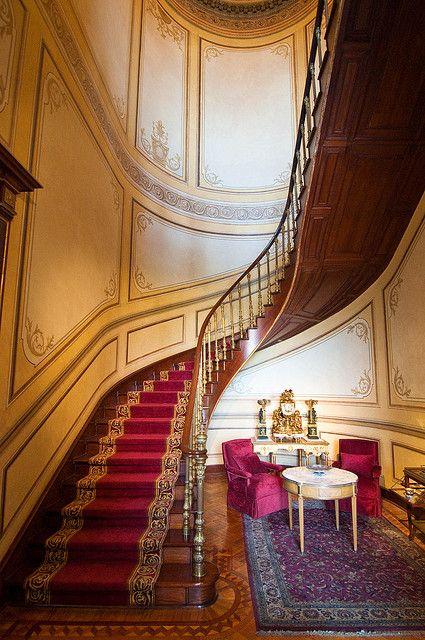 Interior, Castillo de Chapultepec, Cd. de México. Escaleras junto al elevador. ✿⊱╮