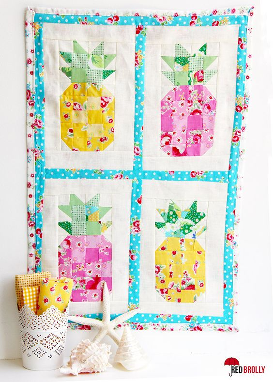 Summer Fun! Mini Pineapple Quilt - Red Brolly: