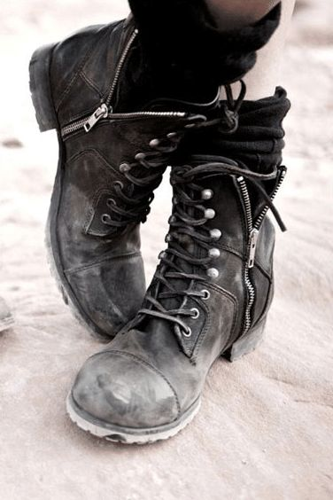 I have boots like this. I had to superglue the heel back on in Georgia. May need to find another pair...