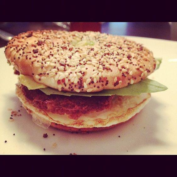 healthy bagel sandwich {egg whites, veggie sausage, basil and avocado ...