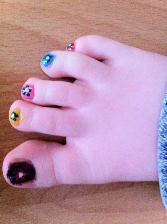 My niece Evie's little toes!