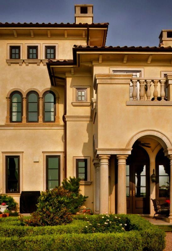 Italianate Architecture Looooovvve The Windows And Roofing On This One Tuscanstyle Tuscan House Tuscan Style Homes Tuscan Style