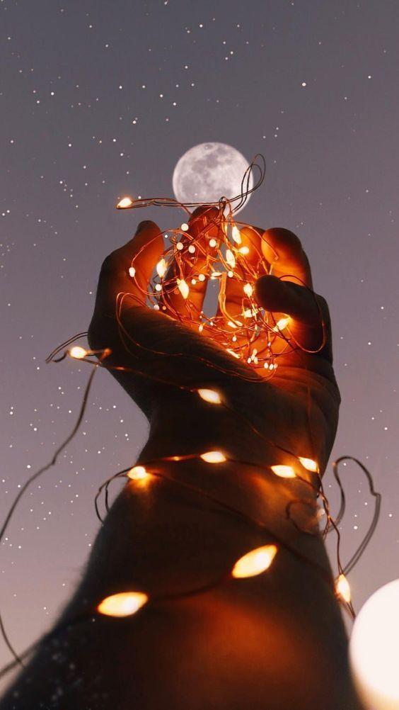 Mão e lua