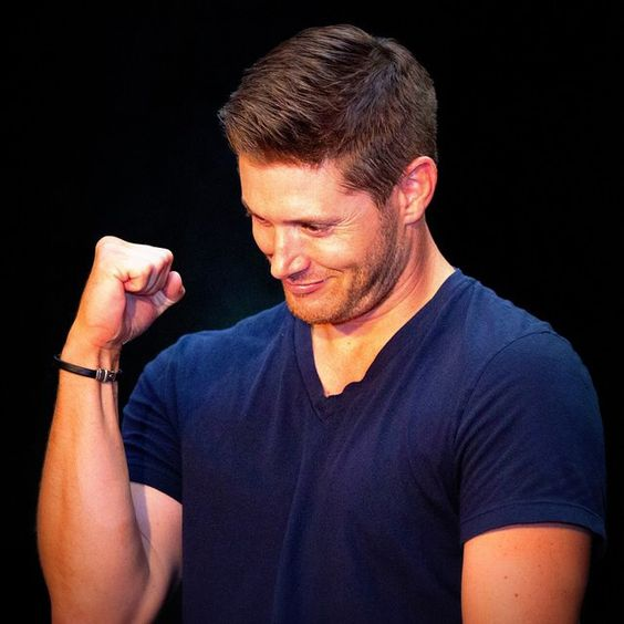 Jensen, flexing his very appealing muscles. VanCon 2014