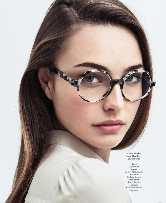 Take your finals in style. MYKITA NO2 round prescription glasses SIENNA captured by ELLE Ukraine in April 2015. Find the glasses: http://my-k.it/sienna