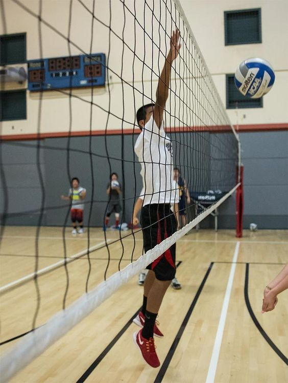 4 Tips To Improve Your Vertical Jump In Volleyball Volleyball Tips Nike Volleyball Volleyball Camp Jump Workout