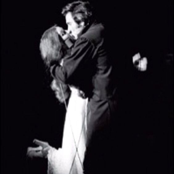 When johnny cash proposed to june carter on stage amazing for Pictures of johnny cash and june carter