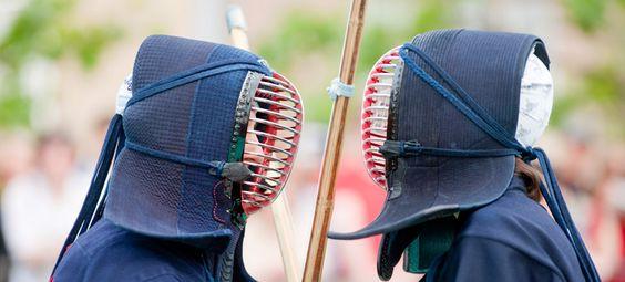 Von 12:15 bis 18:30 Uhr gibt es am Johannes-Rau-Platz eine Vorführung japanischer Kampfkünste von Sumô über Jûdô bis hin zu Karate.