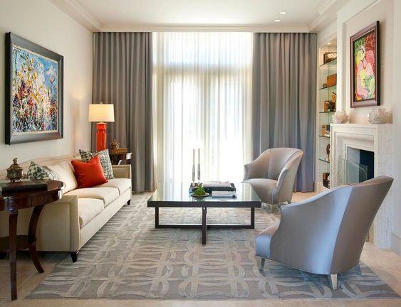 Piccoli accenti di rosso nel soggiorno minimal