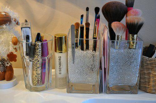 i should arrange my brushes like this. keep em clean.