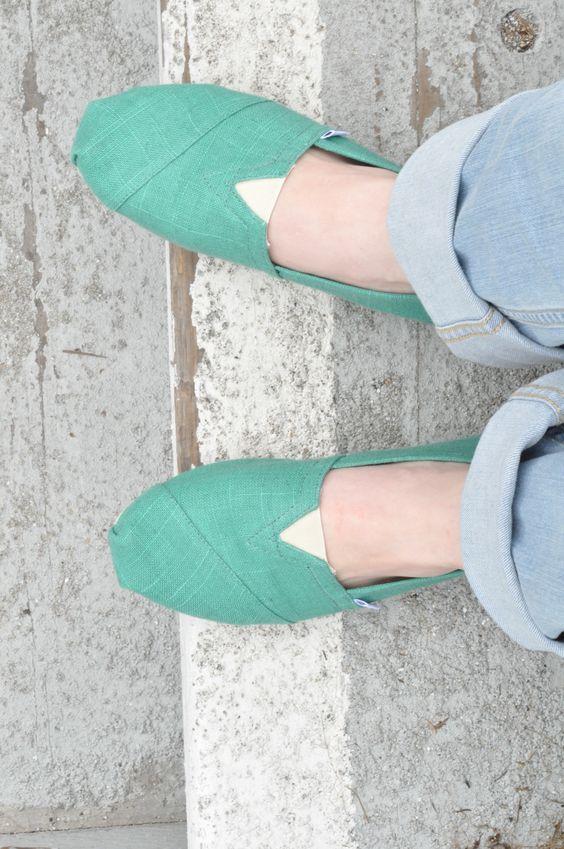 Lauren on vacation wearing her Toms.