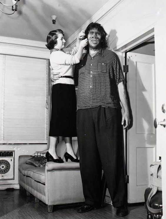 giant max palmer 7 feet 7 inches 231 1 cm very tall people walking skyscraper pinterest. Black Bedroom Furniture Sets. Home Design Ideas