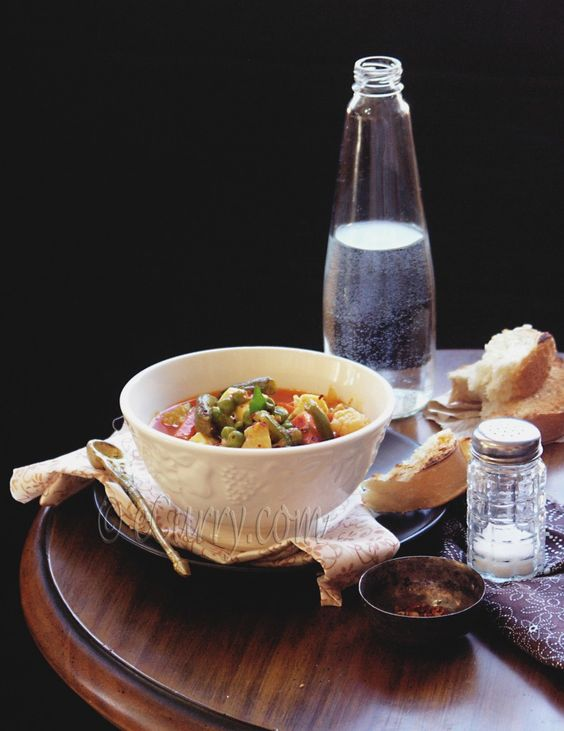 Vegetable stew in spiced coconut milk.