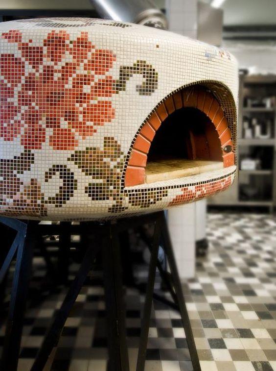 Pastilhas simulando ponto cruz no forno de pizza. Fofo!