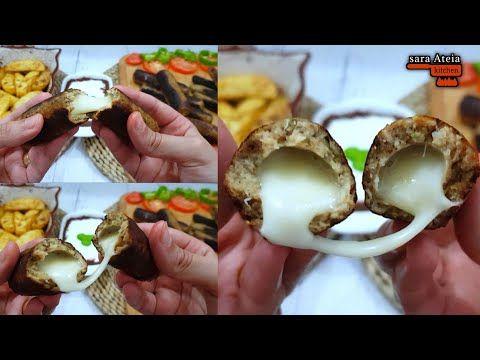 كفتة الدجاج المشويه على الفحم بحشوة الموزاريلا بدون غلبة شواء ودخان مع البطاطس الودجز Youtube Food Breakfast Eggs