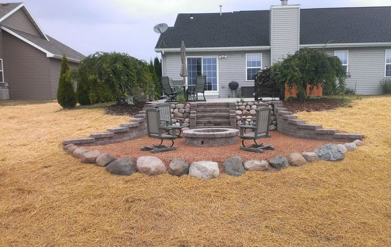 Gravel patio by Earthscape