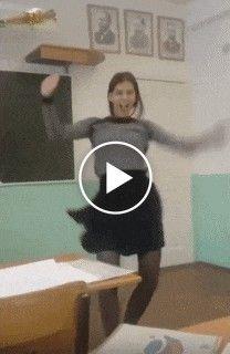 Moça passa na prova e comemora muito