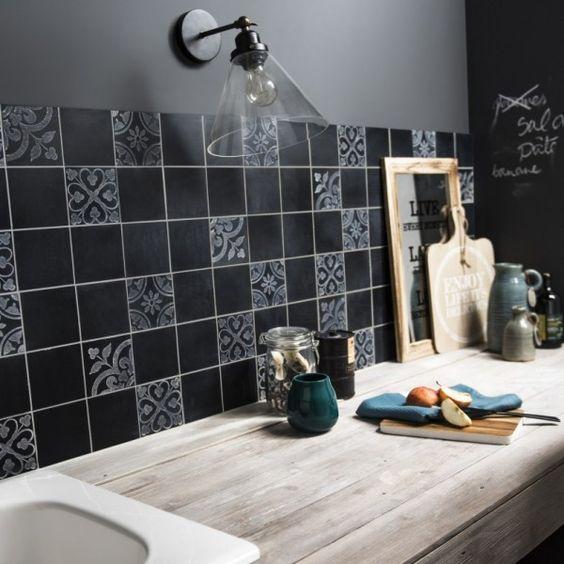 mosaque noire en marbre pour la crdence de la cuisine httpwww - Credence Cuisine Marbre