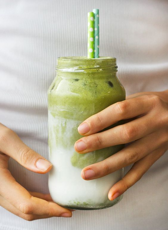 This coconut matcha iced latte is a powerhouse drink, it fills you with energy and keeps you satisfied for ages!
