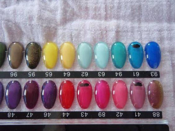 Striplac differentes couleurs de vernis à ongles. voir photos DANS Acheter Toffen ricardo.ch