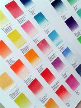 LA CUESTIÓN ES ELEGIR Con una gama de colores tan extensa como la de TITAN, el dilema es qué tonalidad escoger entre las docenas de rojos, naranjas, azules, verdes entre las que perderse. ¡Aunque siempre está la opción de usarlos todos (¡pero no a la vez! ¿o sí?)! www.titanlux.es