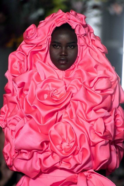 Adut Akech at Valentino Haute Couture Spring / Summer 2019 - #Beauty and #Fashion Inspiration - Beautiful #Dresse… | Couture collection, Valentino couture, Fashion