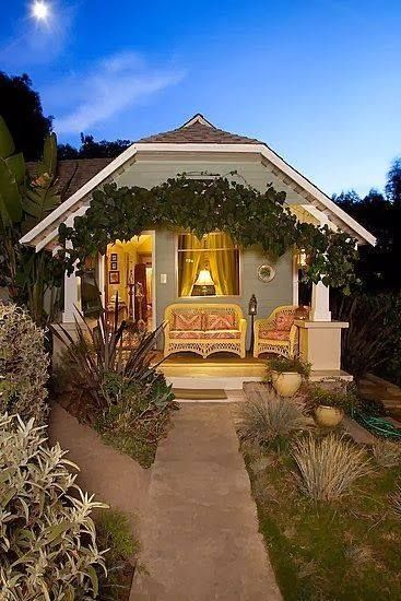 Magnificent Cute Little Tiny House Cottage Charm Pinterest Artesao Largest Home Design Picture Inspirations Pitcheantrous