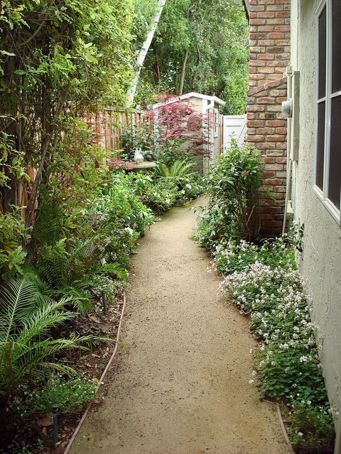 Side yards decomposed granite and yards on pinterest for Garden designs for side of house