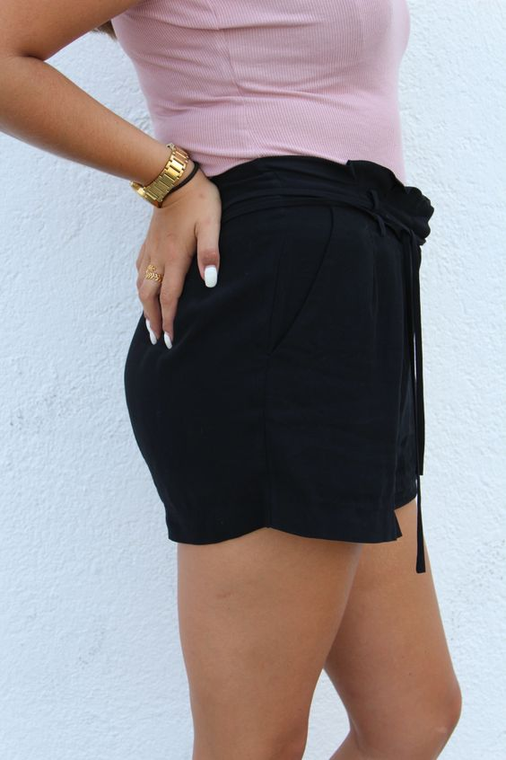 how to pull off paperbag waist summer trend