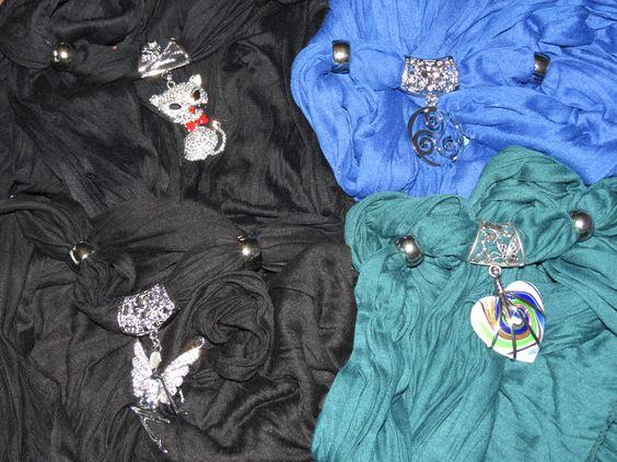 Foulard bijoux. 40% coton / 60% viscose : TOUDOUX !!! 1 vert canard avec coeur aux teintes vertes et beues. 1 bleu roi avec un triskel en fer 2 noir, 1 avec un chat strassé / 1 avec une jolie fée strassée également. Du doux, du chic, du nouveau : osez le foulard bijoux ! Bientôt dans ma boutique ALittleMarket !