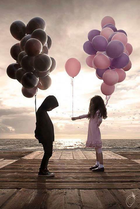 Tu sais Charly, il faut aimer dans la vie, beaucoup... Ne jamais avoir peur de trop aimer. C'est ça, le courage. Ne sois jamais égoïste avec ton coeur. S'il est rempli d'amour, alors montre-le. Sors-le de toi et montre-le au monde. Il n'y a pas assez de coeurs courageux. Il n'y a pas assez de coeurs en dehors... (Samuel Benchetrit- Le Coeur en Dehors)