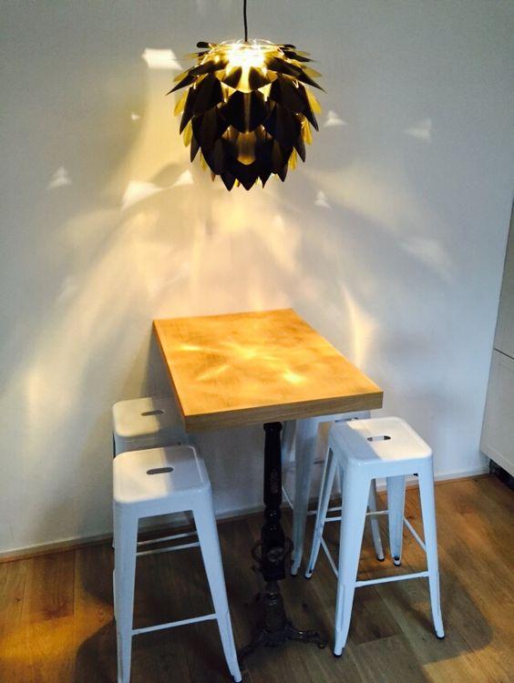 Keukentafel van eikenhout gemaakt door de kleine industrie, witte ...