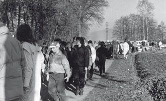 12. November 1989, Menschenmengen an der »Gebrannten Brücke«