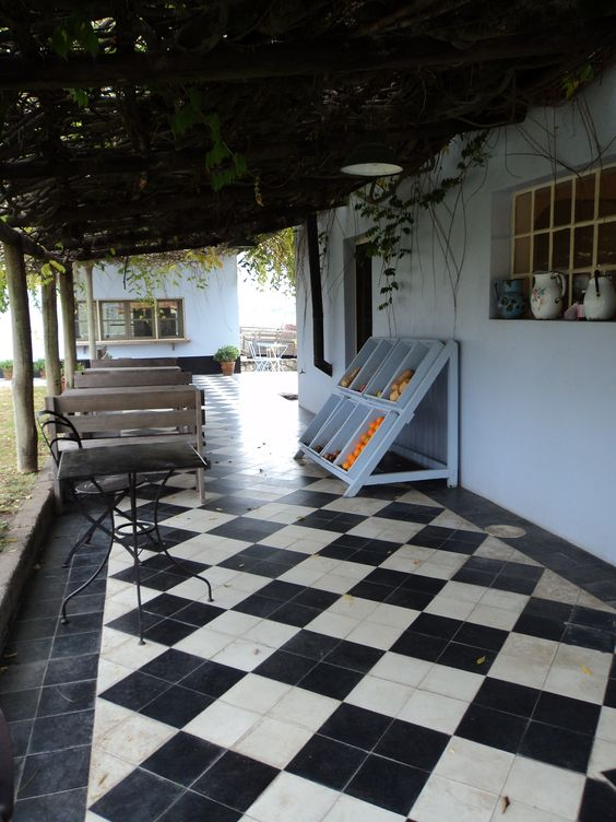 The courtyard - Narbona - Carmelo
