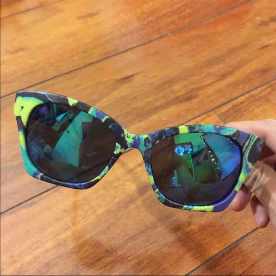 Alexander McQueen Wayfarer Sunglasses Rare Alexander McQueen sunglasses. Wayfarer style, blue reflective lenses. Beautiful colors and very flattering on different face shapes. Comes with case. Alexander McQueen Accessories Sunglasses