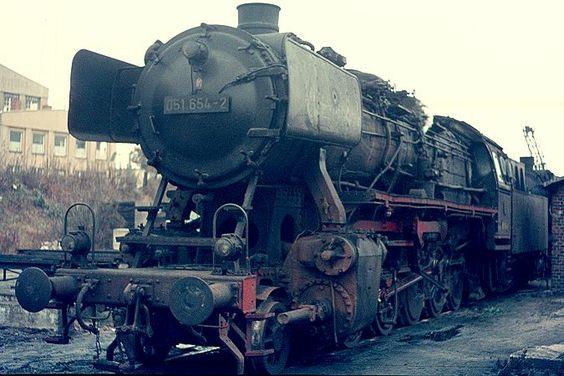 Auch das Bw Uelzen besaß bis 1975 eigene 50er. Am 16.11.1975, als dieses Foto entstand, war 051654 aber bereits beim Auslauf Bw Lehrte beheimatet. -- Germany